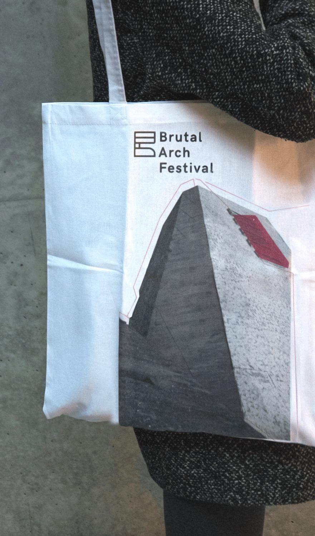torba materiałowa na ramię z napisem Brutal Arch Festival